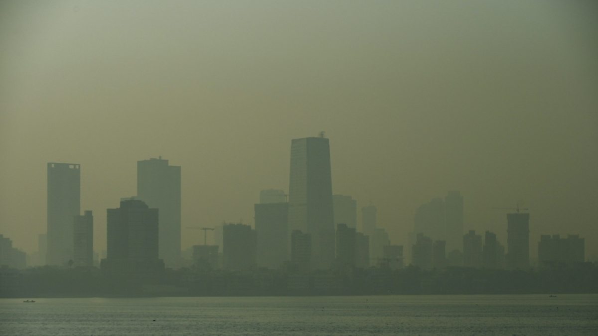 Mumbai weather update: Air pollution level rises in city as temperature drops to 19.4 degrees