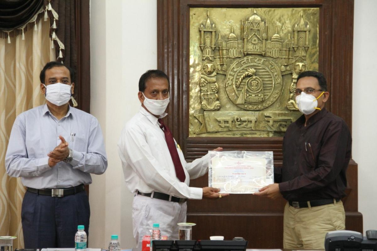 Central Railway Vigilance Awareness Week – Sanjeev Mittal, General Manager distributes awards