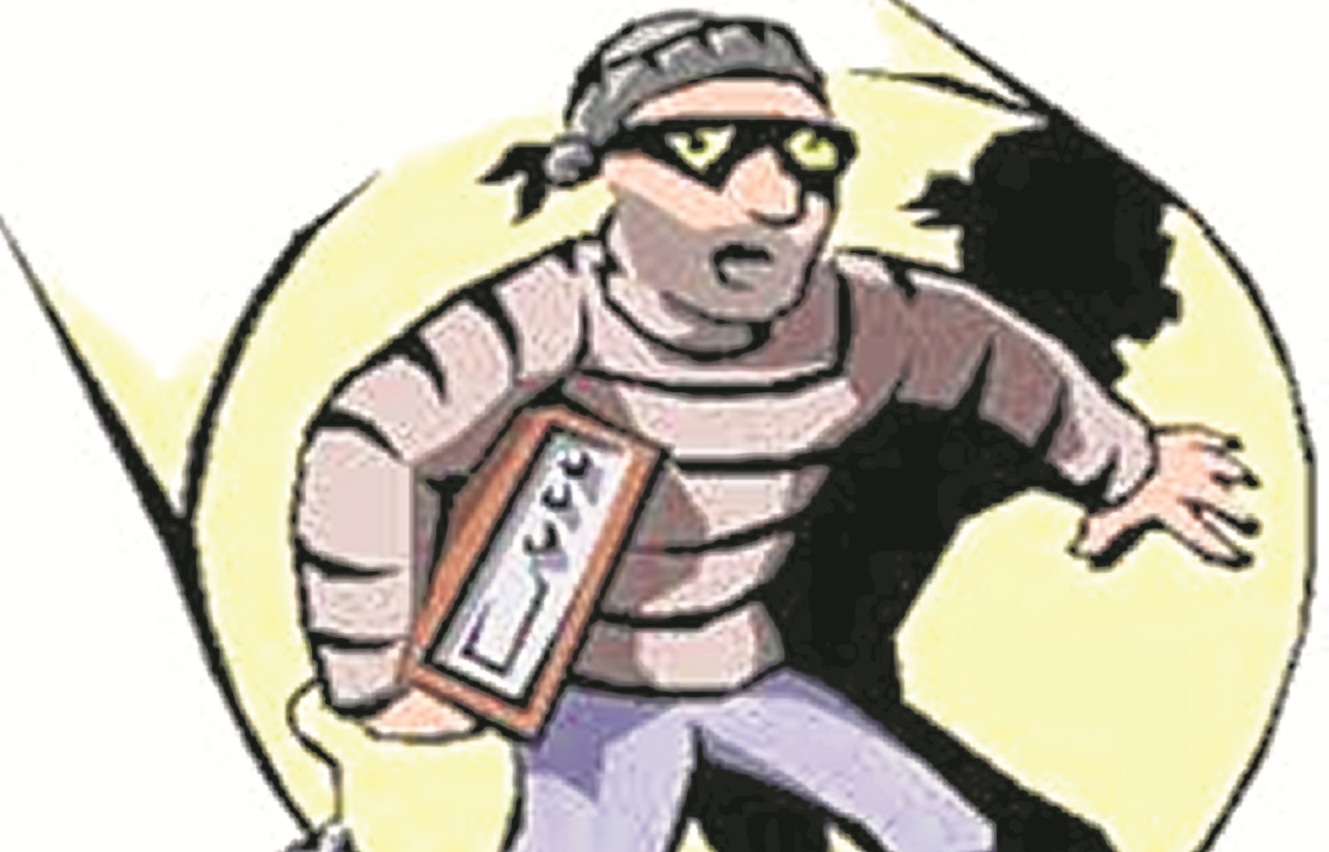 Externed criminal held for dacoity in Gujarat and extortion in Dindoshi