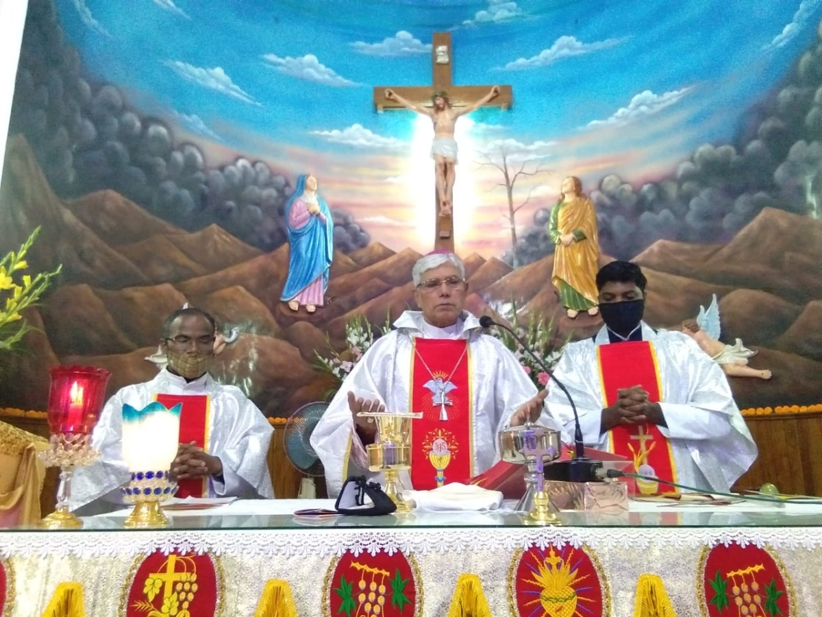 Arch Bishop Leo Cornelio and others attend prayer meet on eve of Christmas in Bhopal on Thursday.