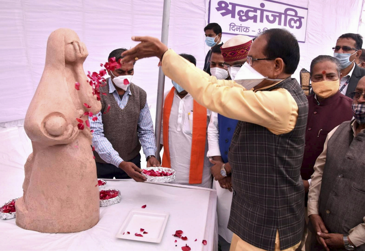 Madhya Pradesh: CM Shivraj Singh Chouhan pays tribute to victims of Bhopal gas tragedy