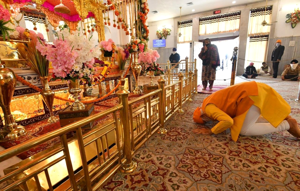 In Pictures: PM Modi's surprise visit to Gurudwara Rakab Ganj Sahib in Delhi