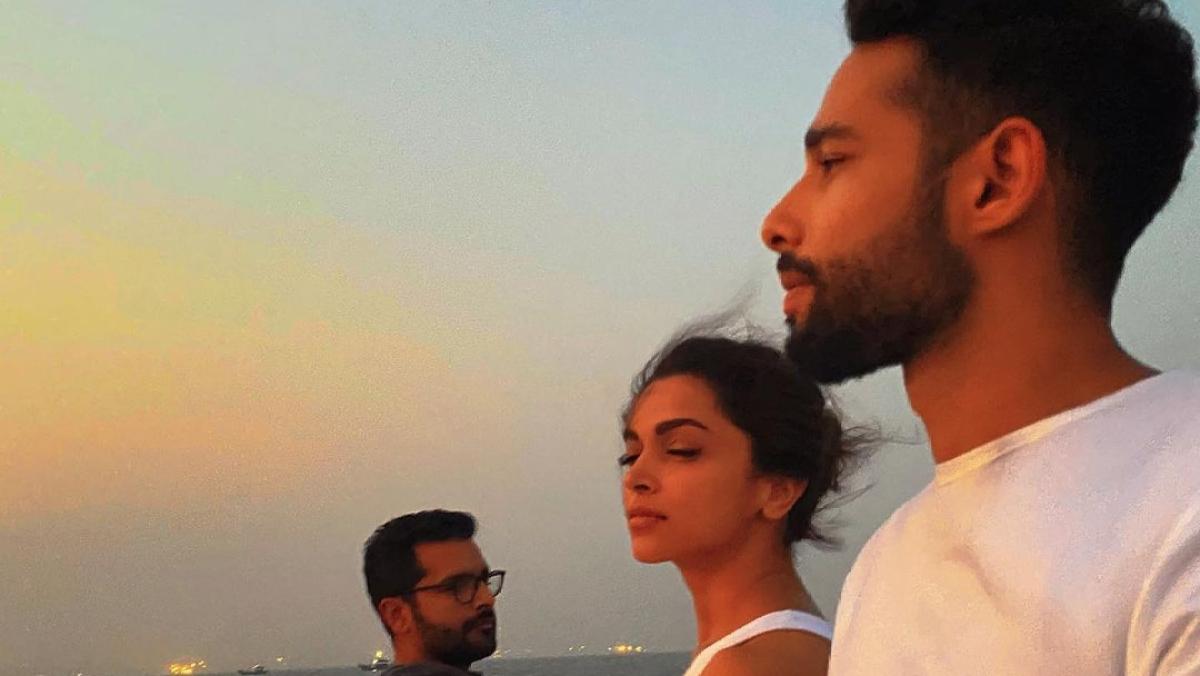 Siddhant Chaturvedi posts sunset view with Deepika Padukone, Shakun Batra