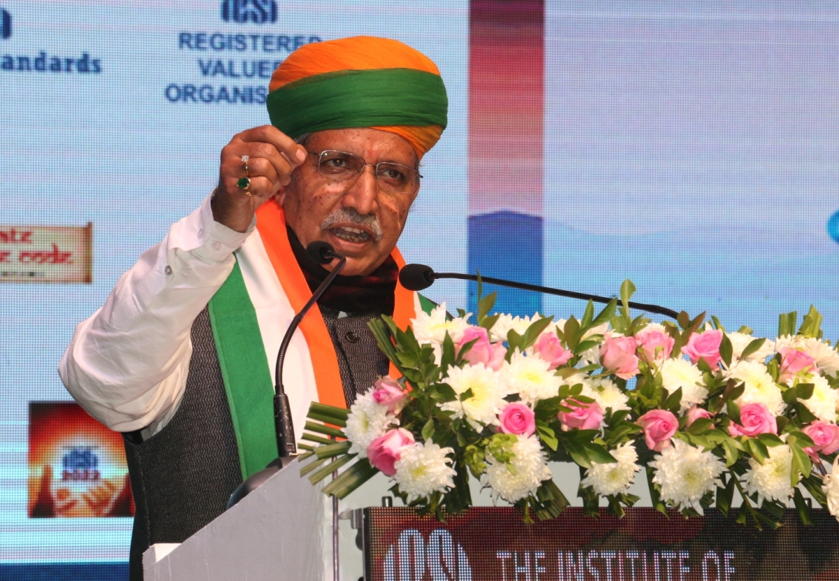Union Minister of State for Heavy Industries & Public Enterprises and Parliamentary Affairs Arjun Meghwal addressing meet