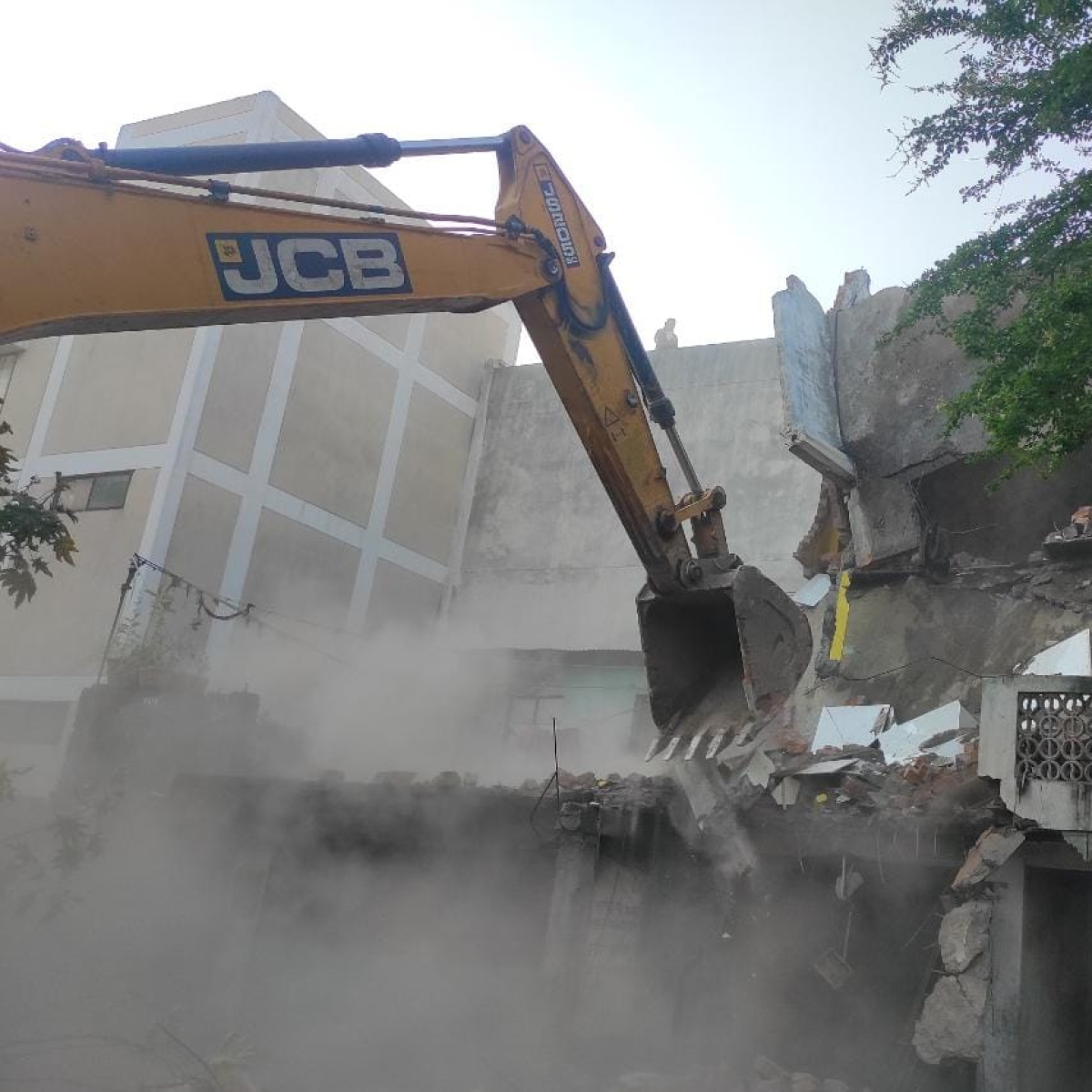 Indore: History-sheeter Yaqub's house, goon Jaat's illegal shops demolished