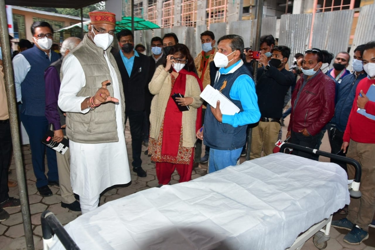 Minister for medical education Vishwas Sarang takes stock of facilities and arrangement at Hamidia Hospital on Sunday