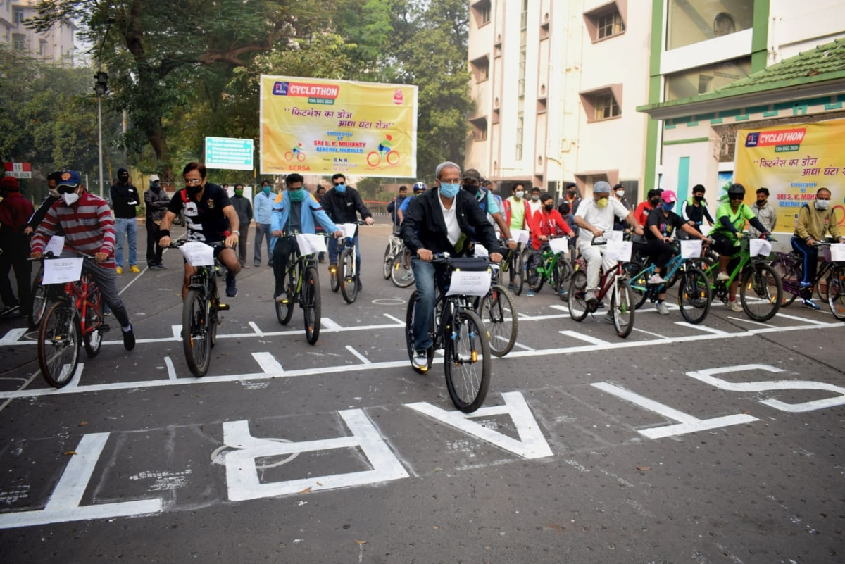 South Eastern Railway General Manager inaugurates Fit India Cyclothon