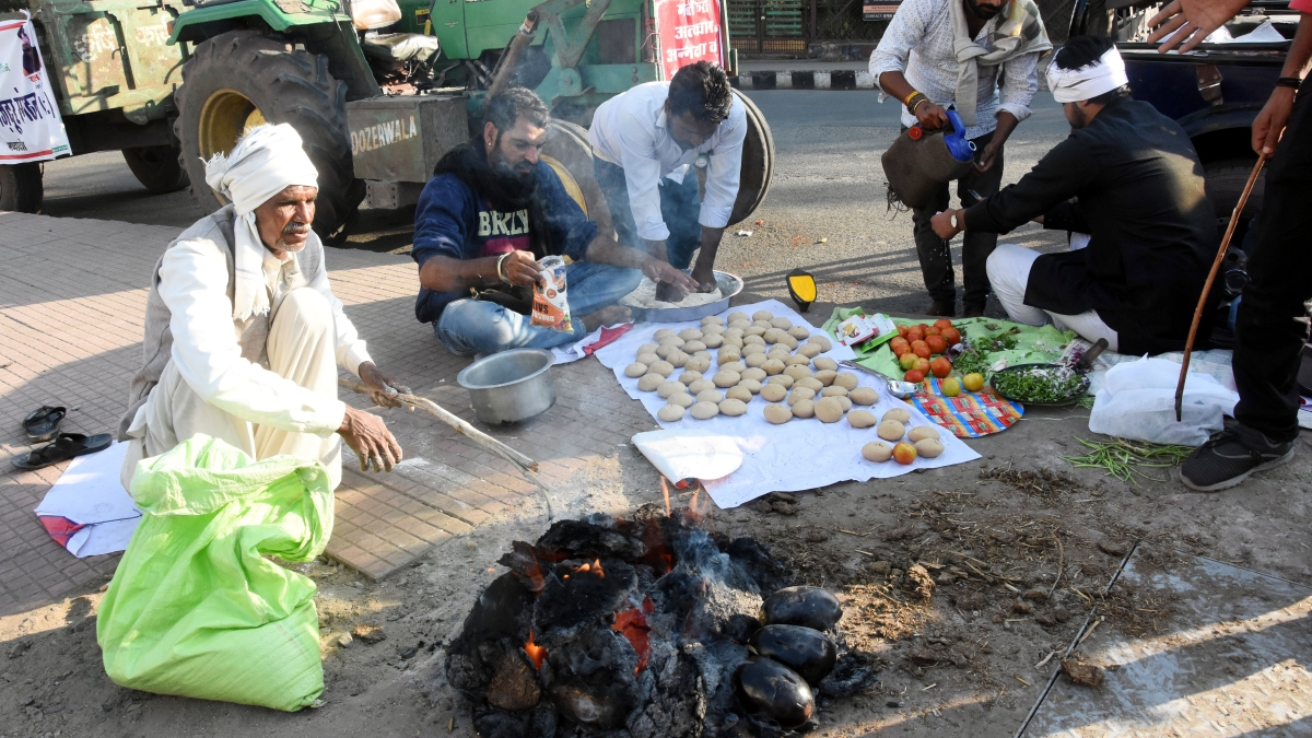 Farmers who came out in support of the Bharat Bandh in the Chuna Bhatti area of Bhopal on Tuesday.