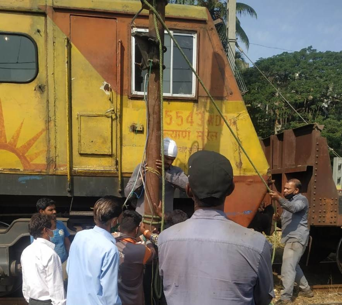 Central Railway carries out maintenance works during a mega block on December 20