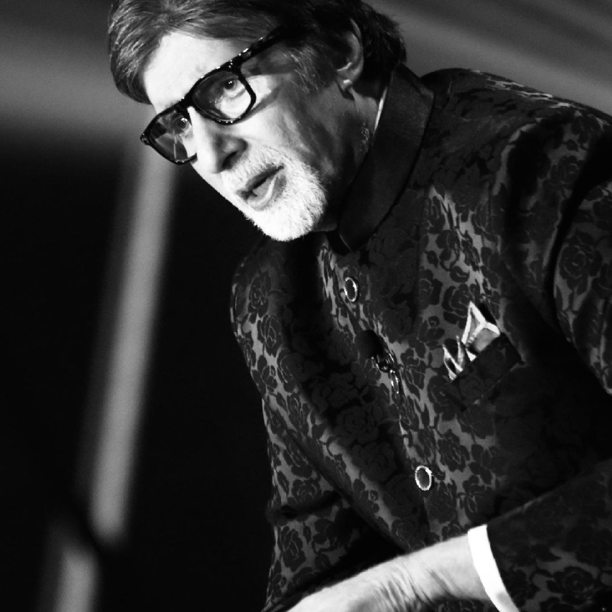 Amitabh Bachchan rectifies error after crediting Prasoon Joshi's poem to father Harivansh Rai Bachchan