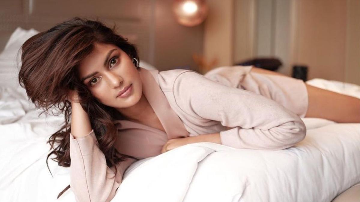 After a 'traumatic' 2020, Rhea Chakraborty will return to work in 2021, says Rumi Jaffery