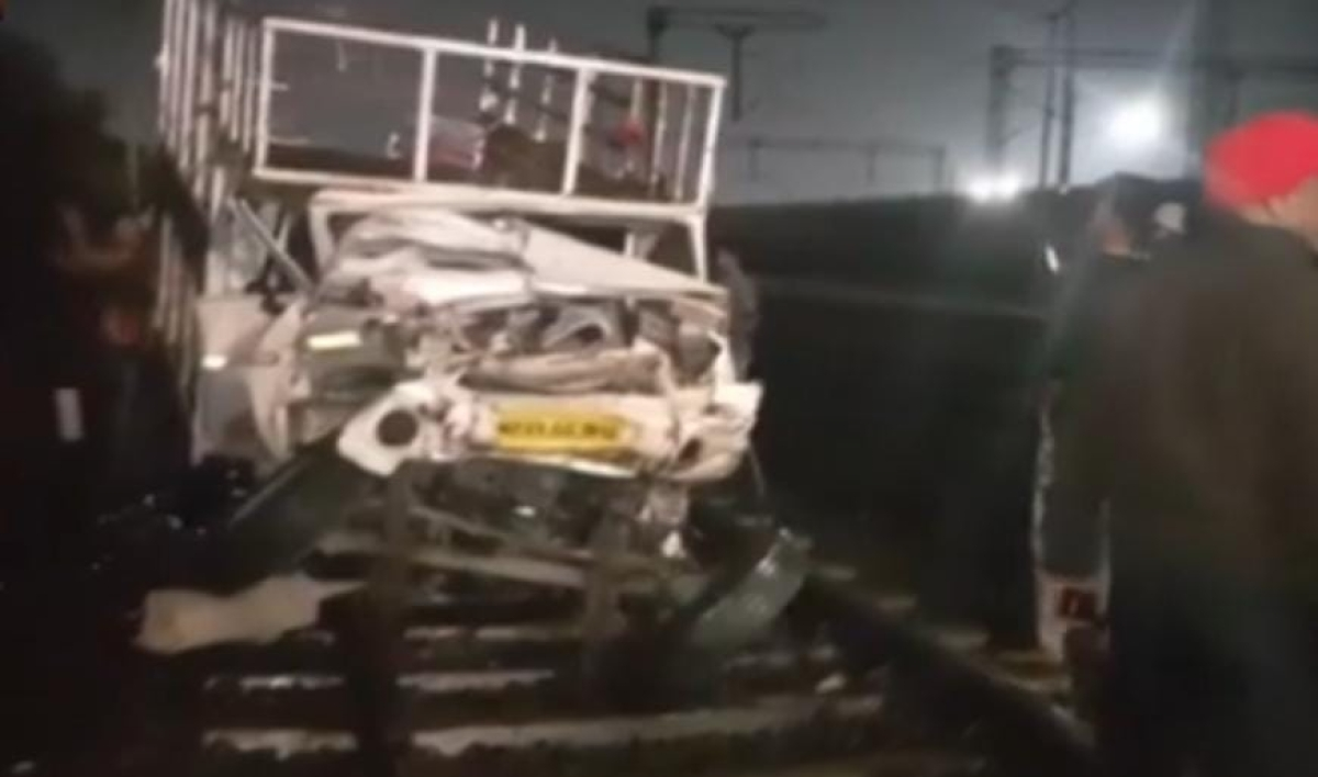 One dead, four injured as container rams into tempo, rickshaw