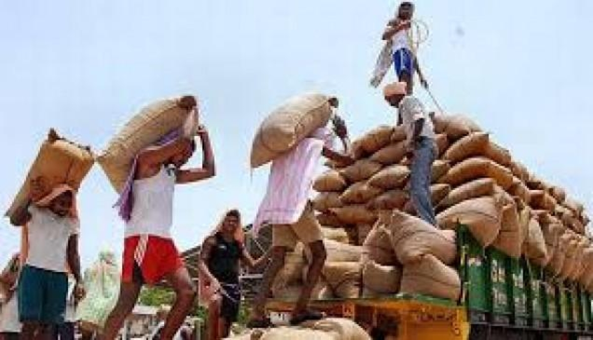 Navi Mumbai: Trades at Onion-Potato market affected as Mathadi workers stops work over weight of sacks