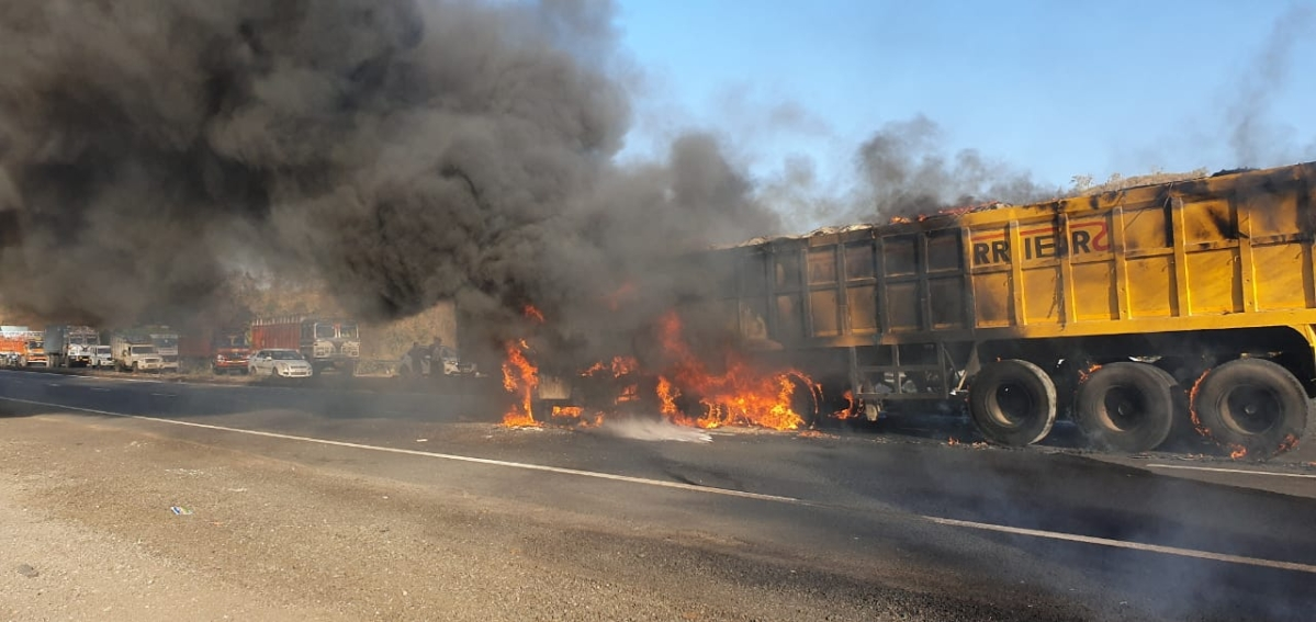 Trailer driver dies in fire that breaks out after accident near Indore