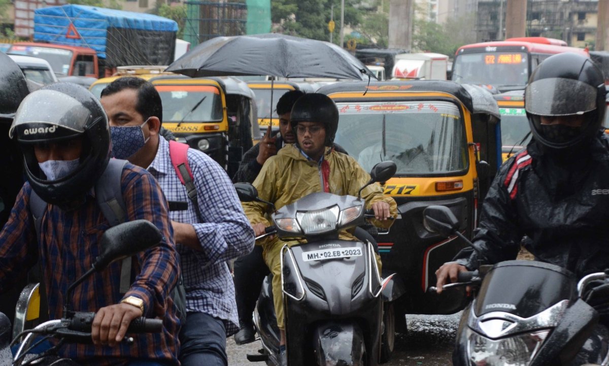 Maharashtra government encourages use of electric vehicles for private and public transport