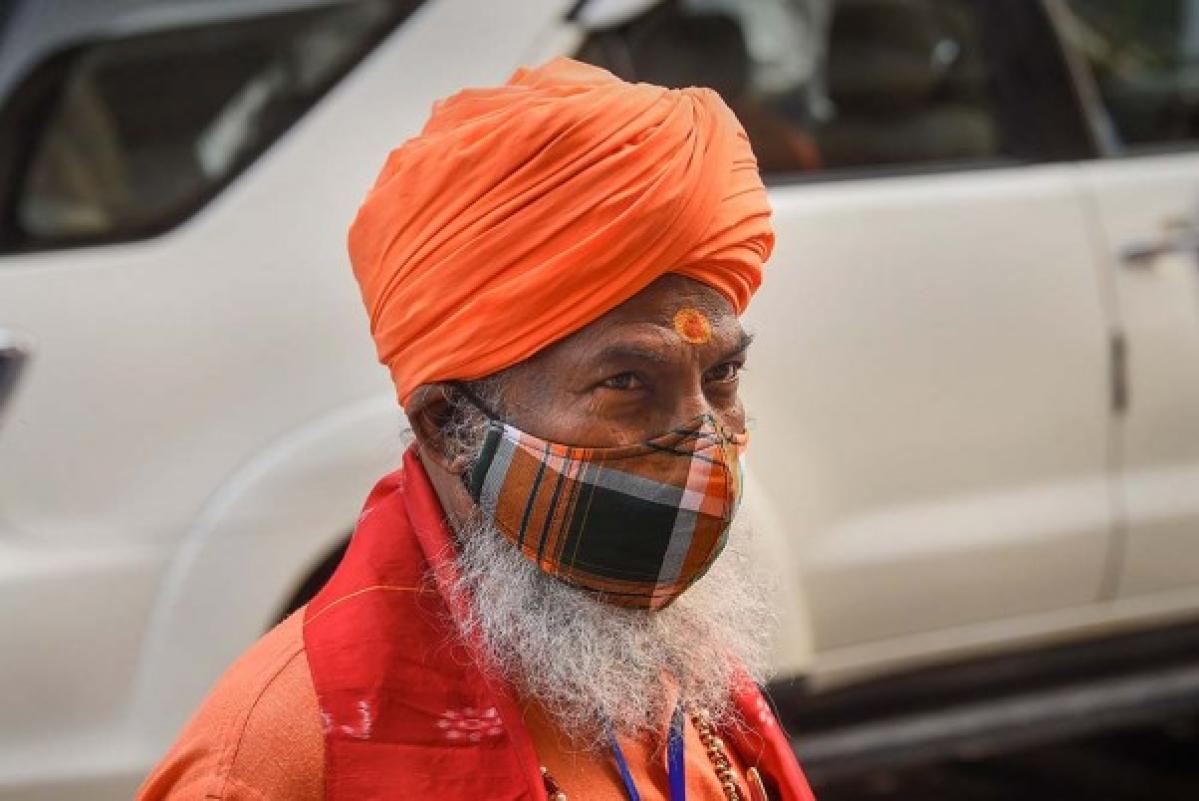 End minority status for Muslims: Sakshi Maharaj