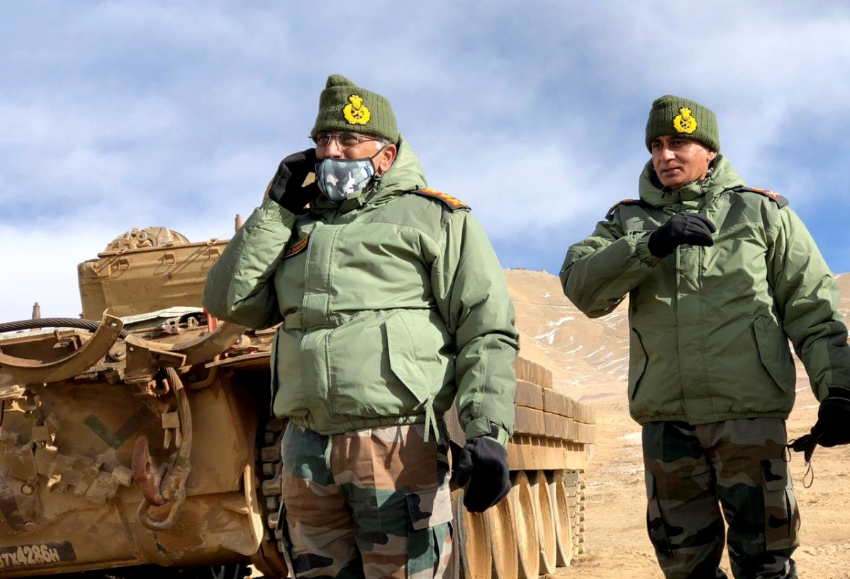 Army chief Gen Naravane visits forward posts in eastern Ladakh; reviews situation amid India-China standoff