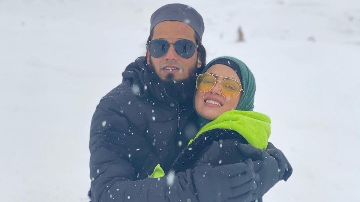 Sana Khan shares romantic honeymoon pics with husband Anas Saiyad in snow-clad Kashmir