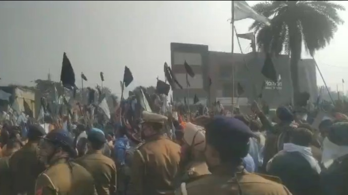 Watch Video: Protesting farmers show black flags to Haryana CM Manohar Lal Khattar's convoy in Ambala