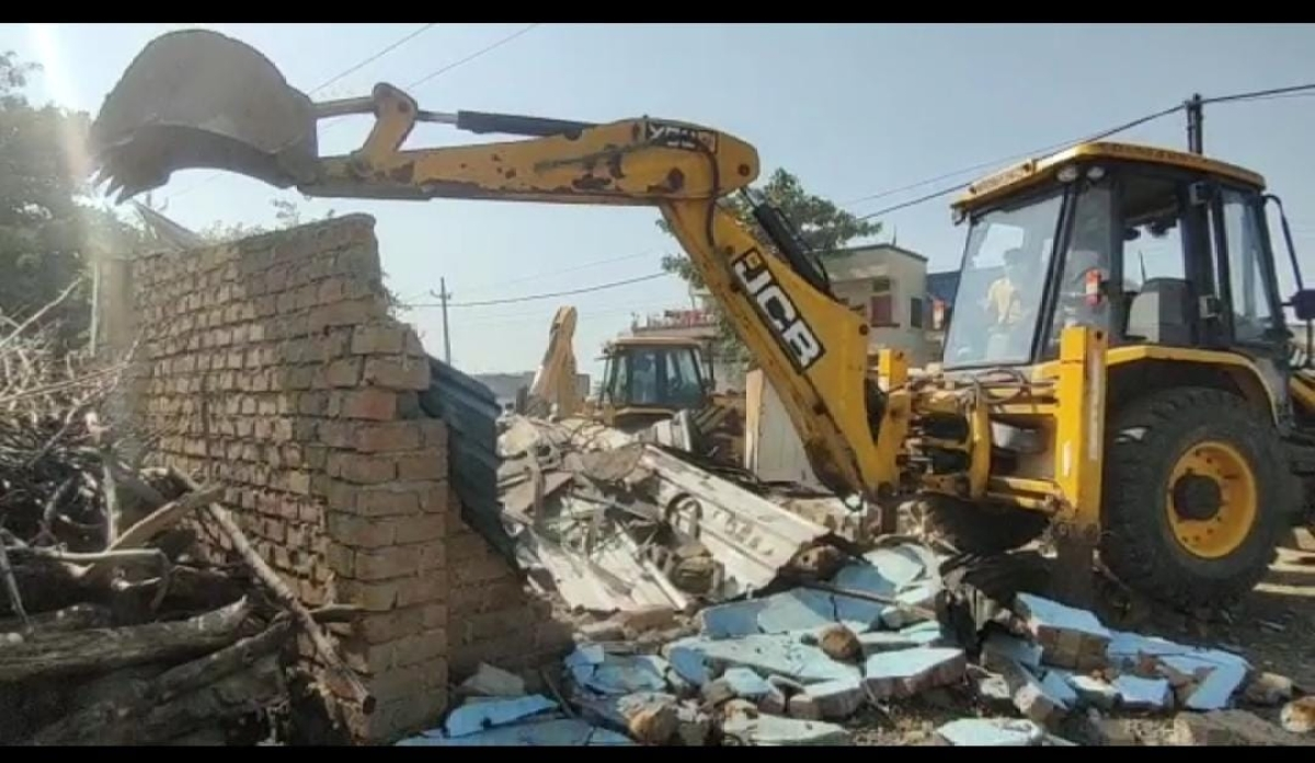 Anti Gunda Drive in Mhow: ​House in 15K sq feet encroached land razed​