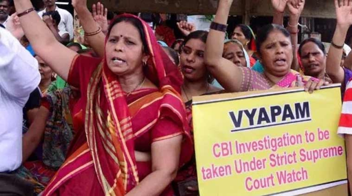 People protesting against Vyapam scam.