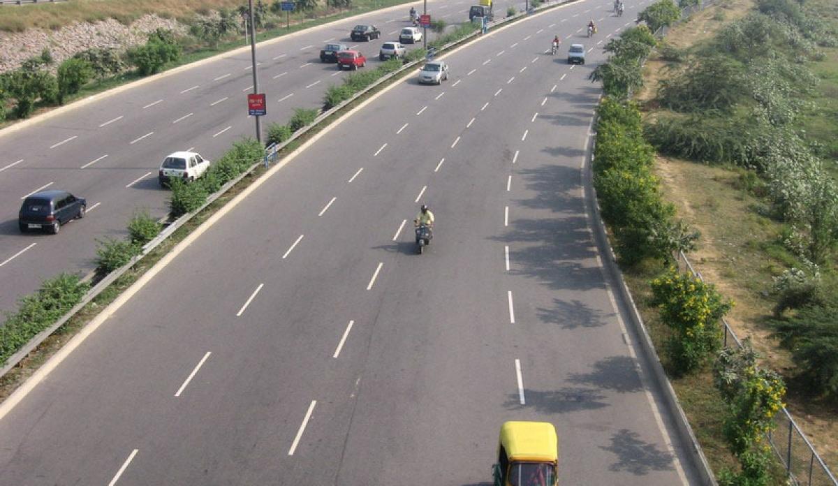 Madhya Pradesh: Busy market, narrow roads of Mandleshwar village may falter Narmada Expressway project