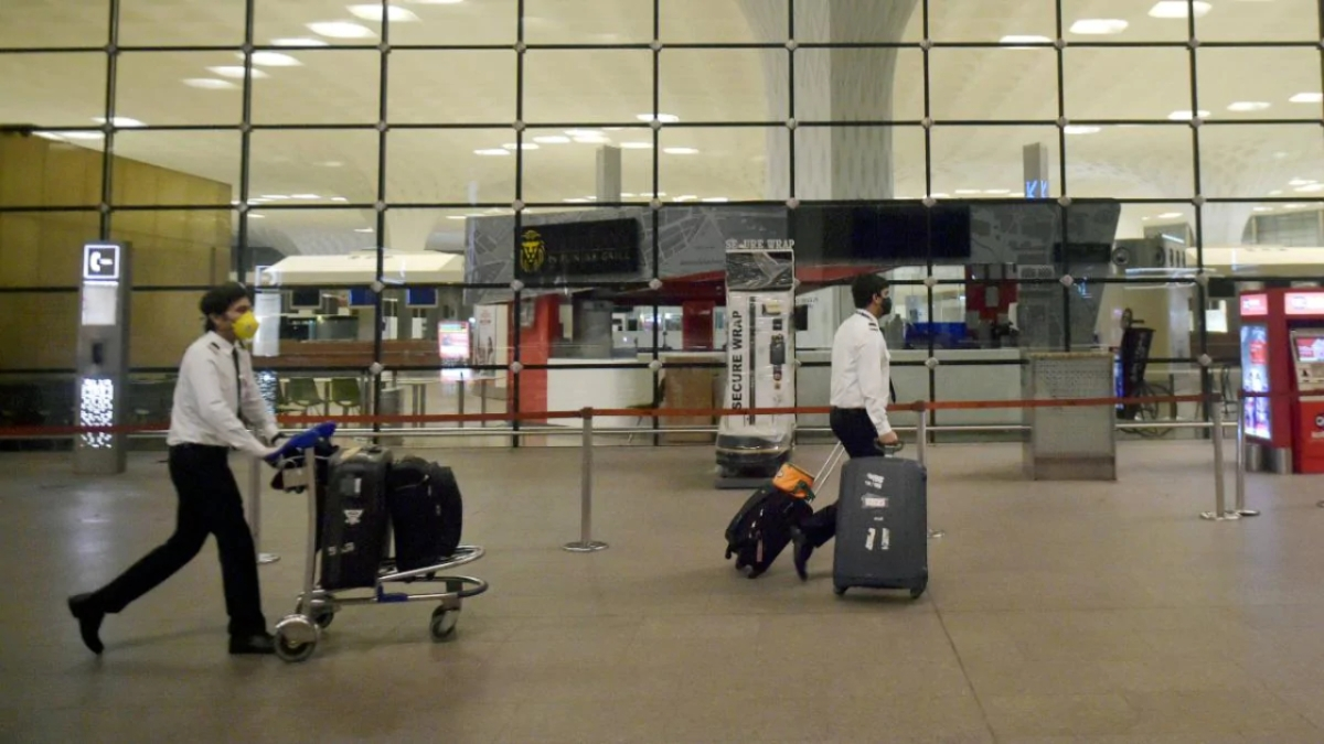 Maha: 8 UK returnees, 5 from Mumbai, test positive for new COVID-19 strain; CM urges Centre to segregate international arrivals in other states