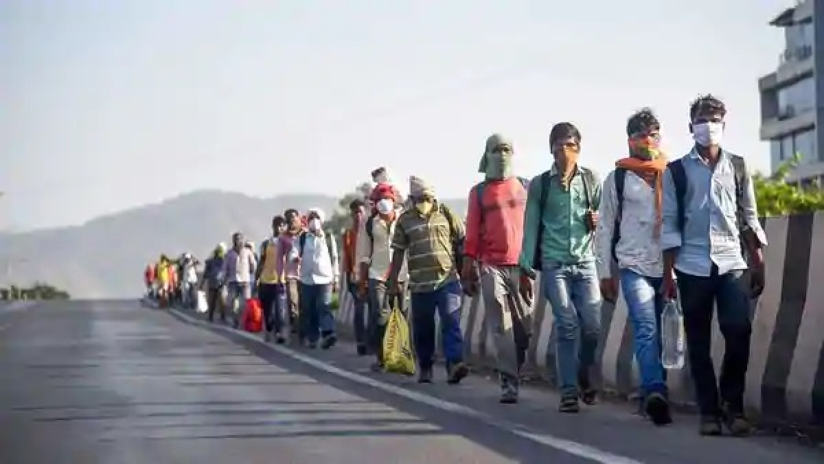 Migrants from Jharkhand, leaving Maharashtra on foot