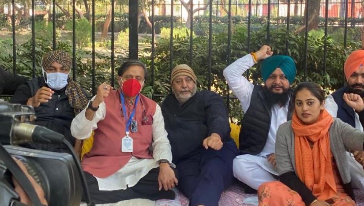 Congress MP Shashi Tharoor  at Jantar Mantar
