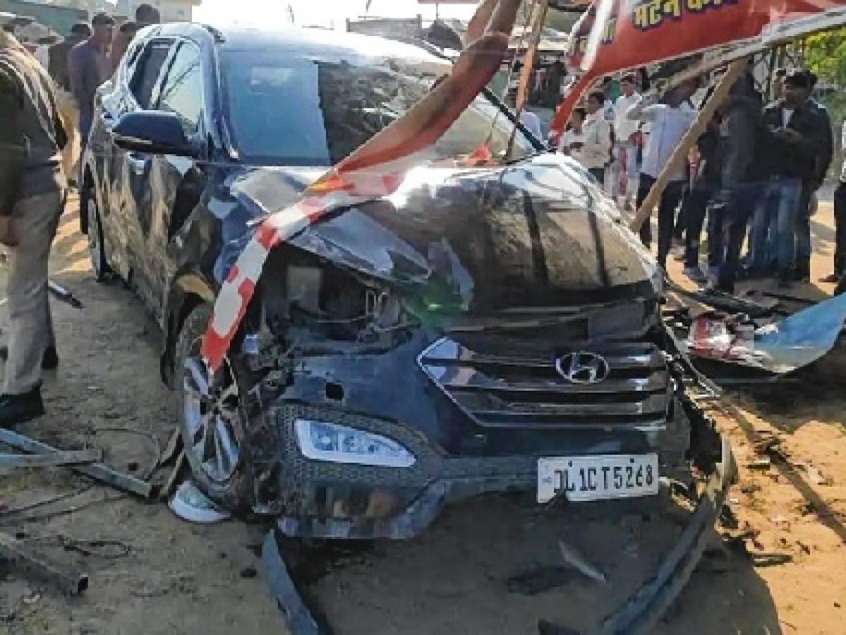 Azharuddin escapes unhurt in car mishap