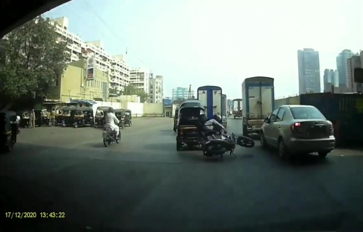 Mumbai: Auto driver charged with attempt to murder for intentionally dashing biker