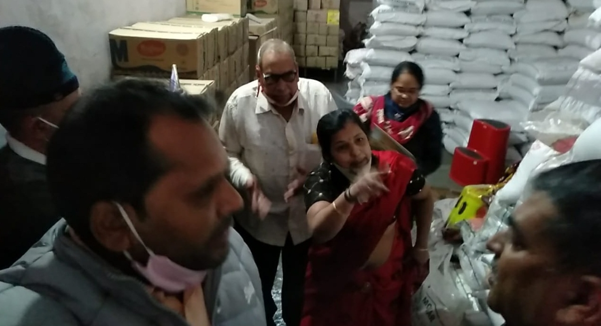 Officials and traders involved in heated exchange of words during a drive against food adulteration in Nagda town of Ujjain district