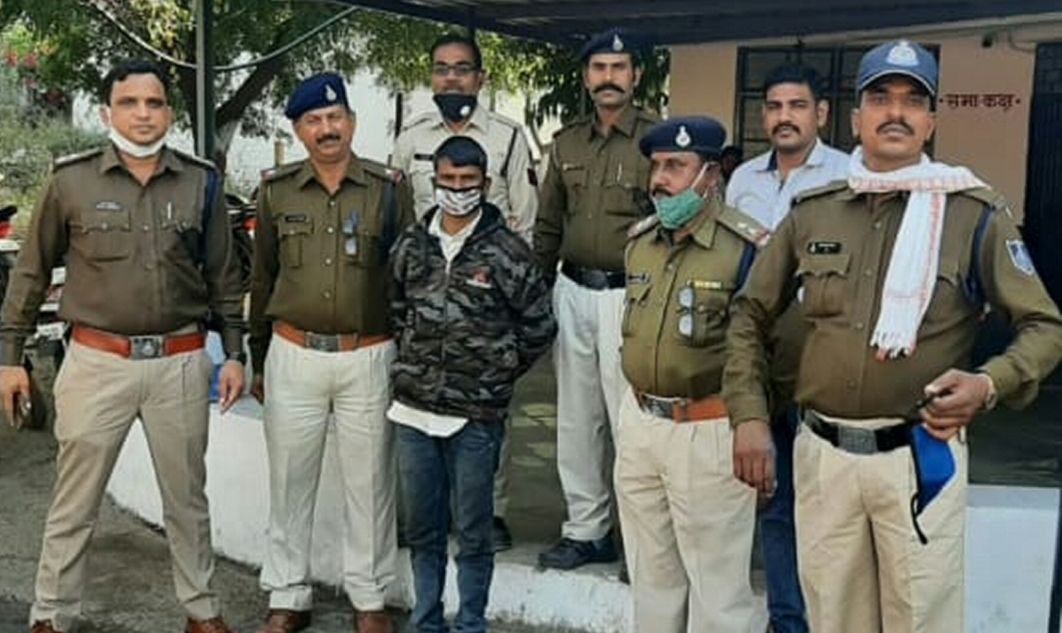 Prime accused Maal Singh in police custody at Gandhwani police station in Dhar district on Thursday