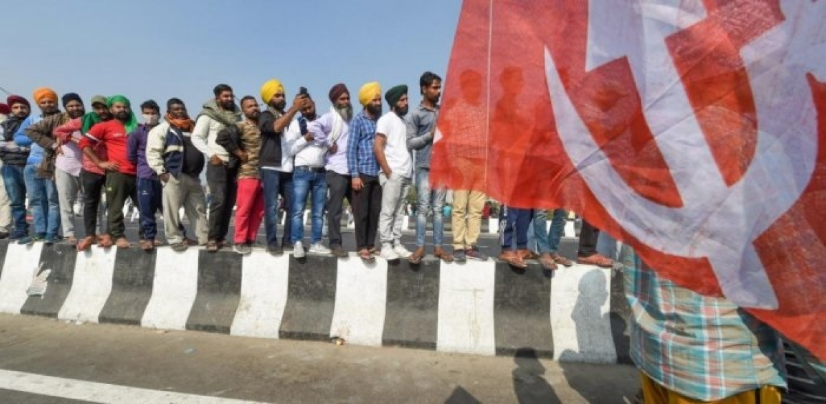 Farmers' stir: Impromptu meeting on Bandh day, before 7th round of talks suggests compromise formula