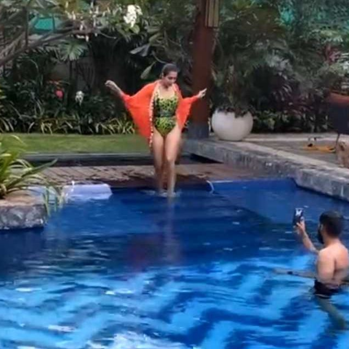 Arjun Kapoor turns 'pool photographer' for swimsuit-clad Malaika Arora