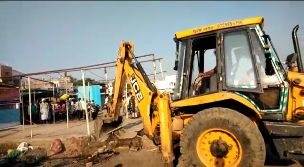 Encroachment removal from government land in Barwani