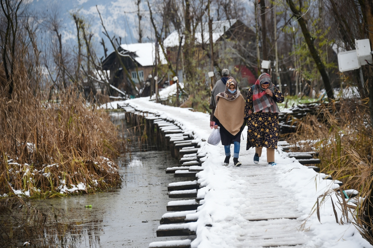 Kashmir turns wonderland with season's first snowfall