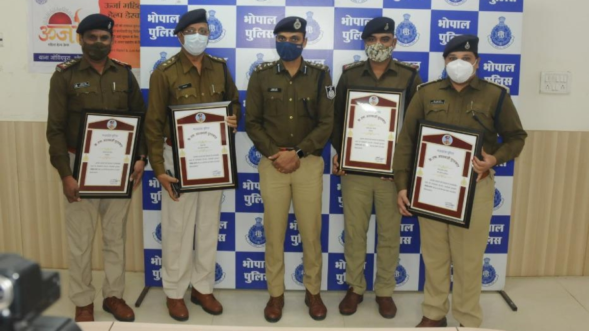 Proud cops pose with the Award  in Bhopal on Tuesday