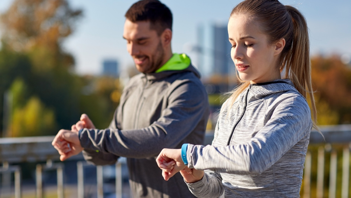 Smartphone fitness apps, wearable activity trackers boost physical activity