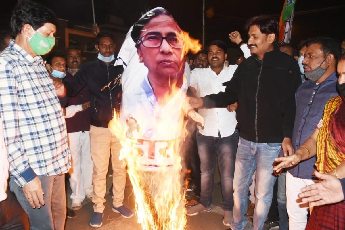 Attack on Nadda's convoy: MP BJP workers burn Mamta Banerjee's effigies in Indore