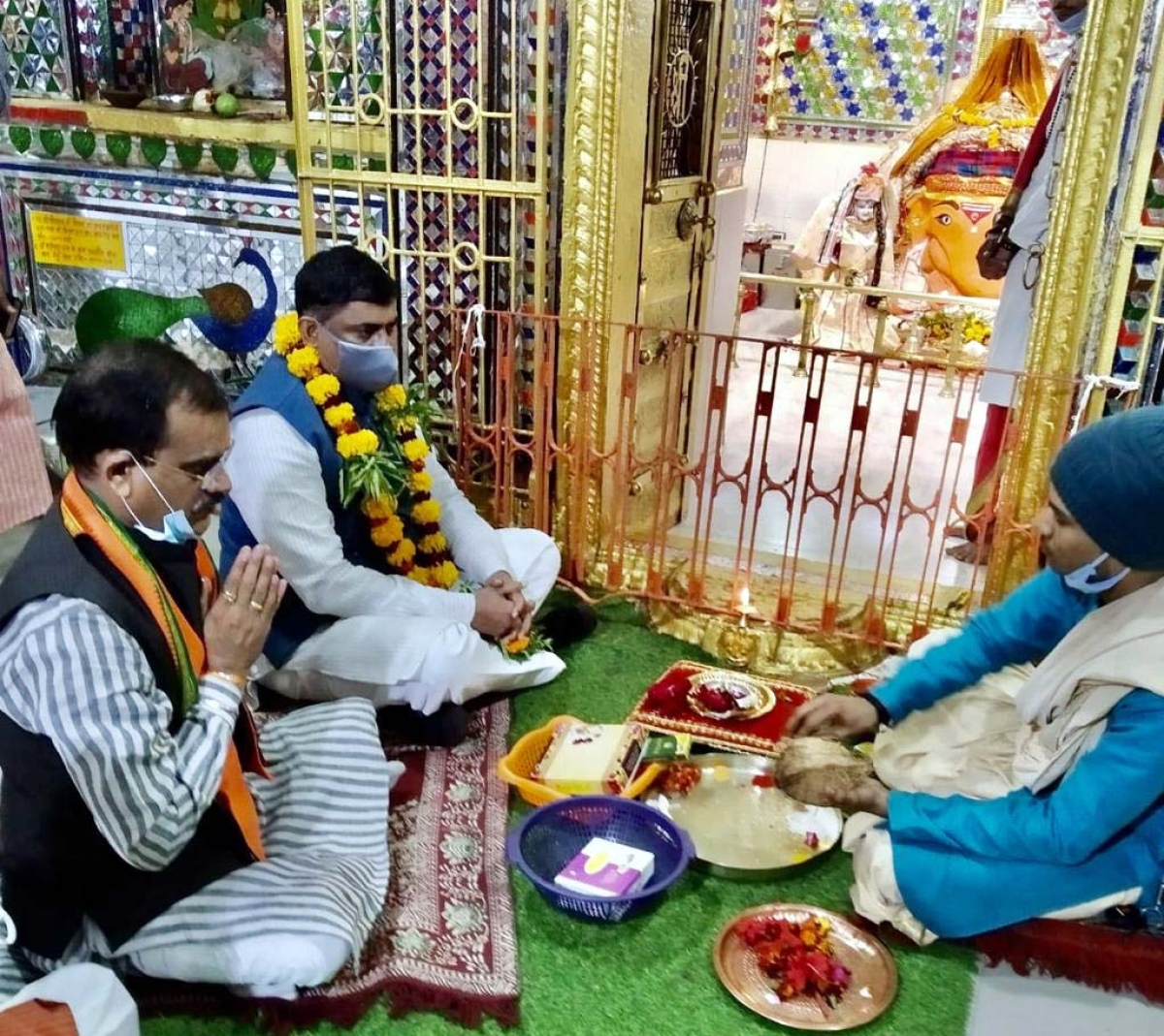 BJP State incharge Murlidhar Rao and party state president VD Sharma offer obeisance at Ganesh Mandir in Sehore on Saturday.