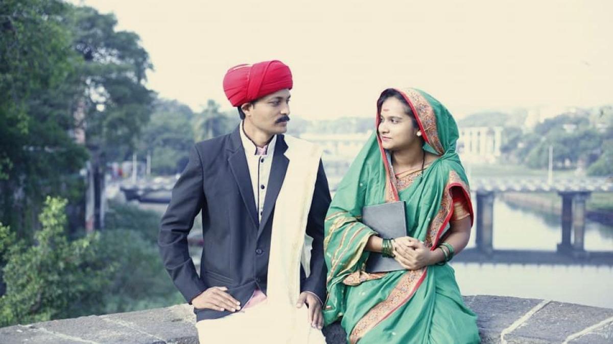 Couple pays visual tribute to Jyotiba Phule and Savitribai Phule through pre-wedding photoshoot