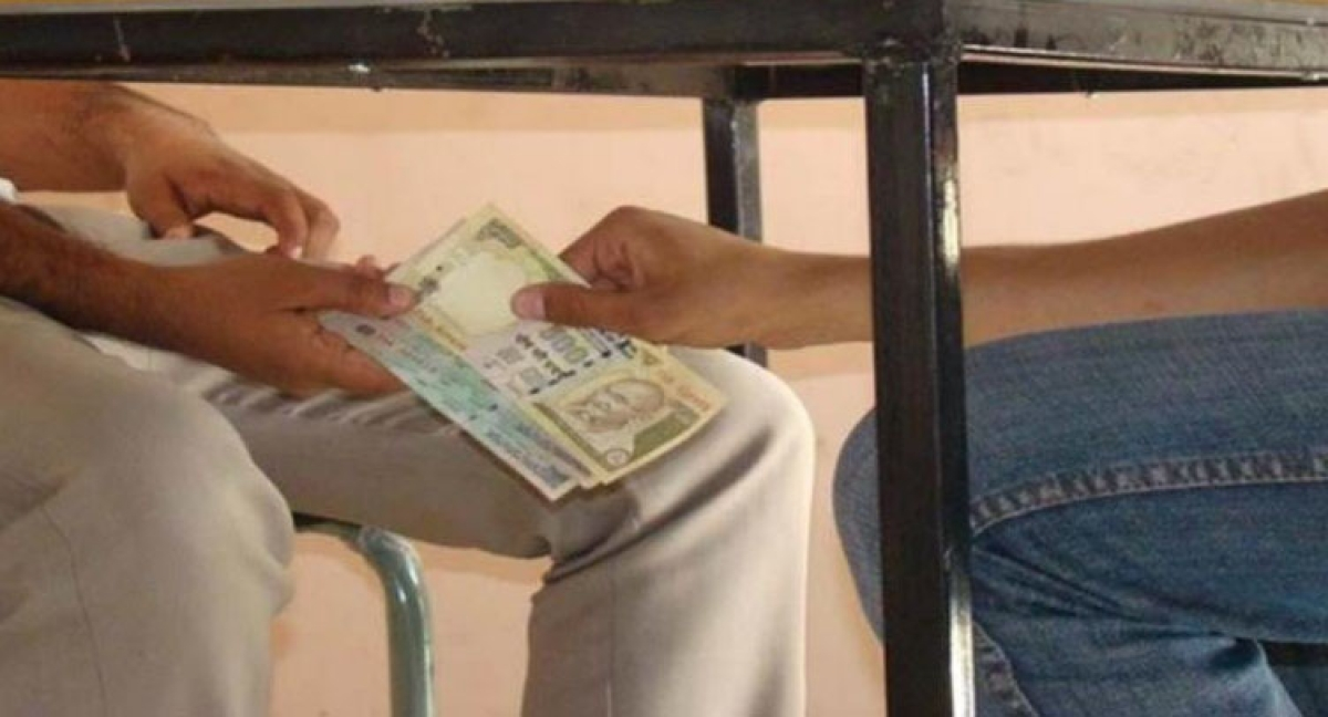 Madhya Pradesh: Assistant director of fisheries department caught accepting bribe