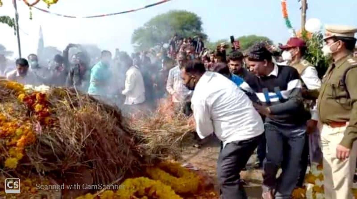 Madhya Pradesh: Thousands bid farewell to martyr Mukesh