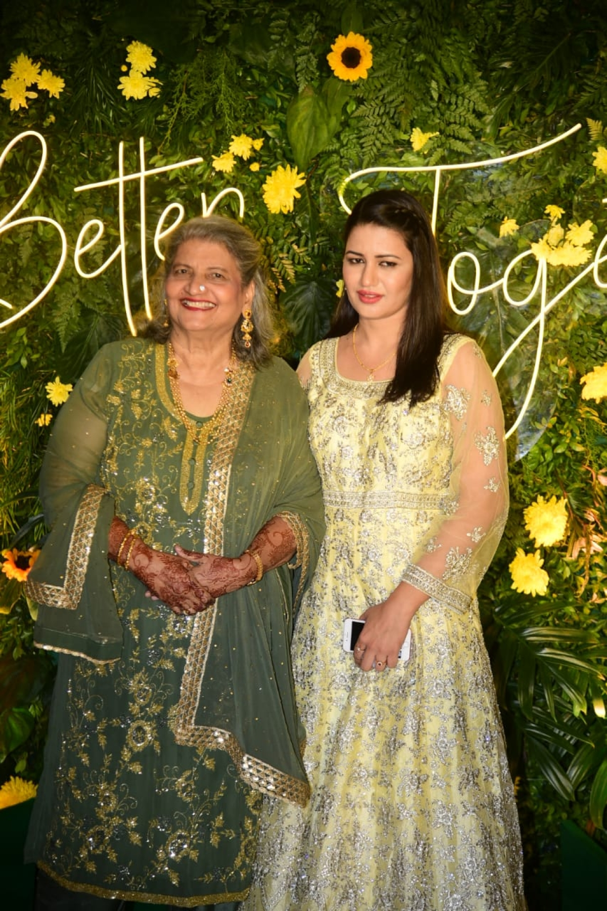 In Pics: Ismail Darbar, Nigaar Khan, Sandeep Ssingh and others attend Gauahar Khan's Mehendi ceremony