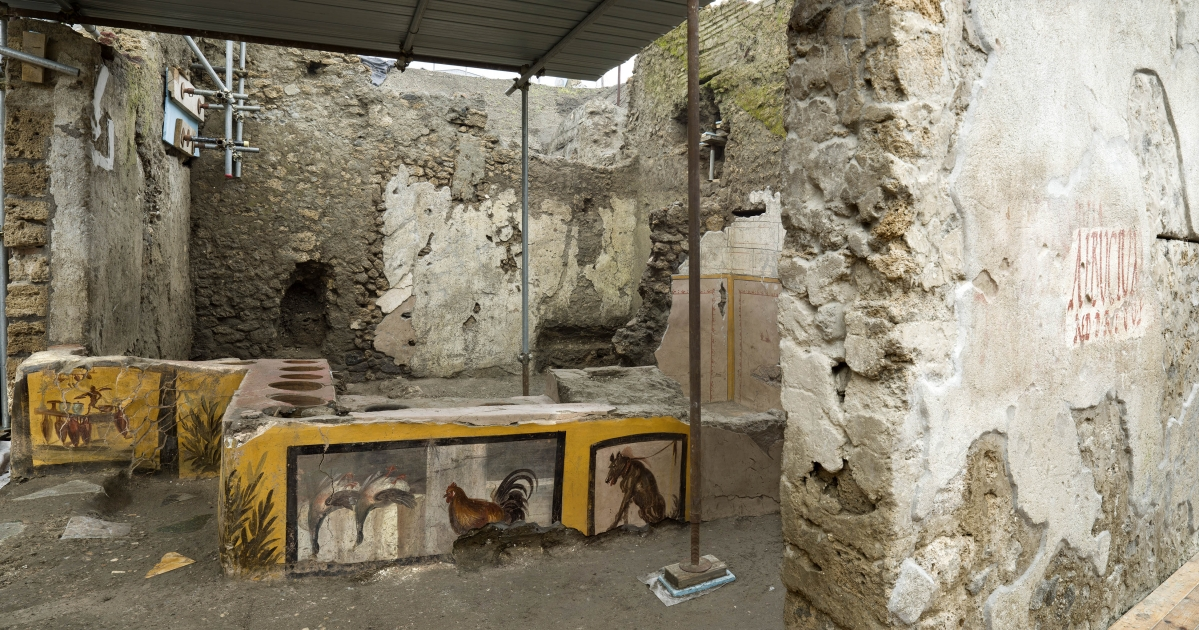 Italy: Archaeologists uncover 2,000-year-old 'fast food' counter in Pompeii