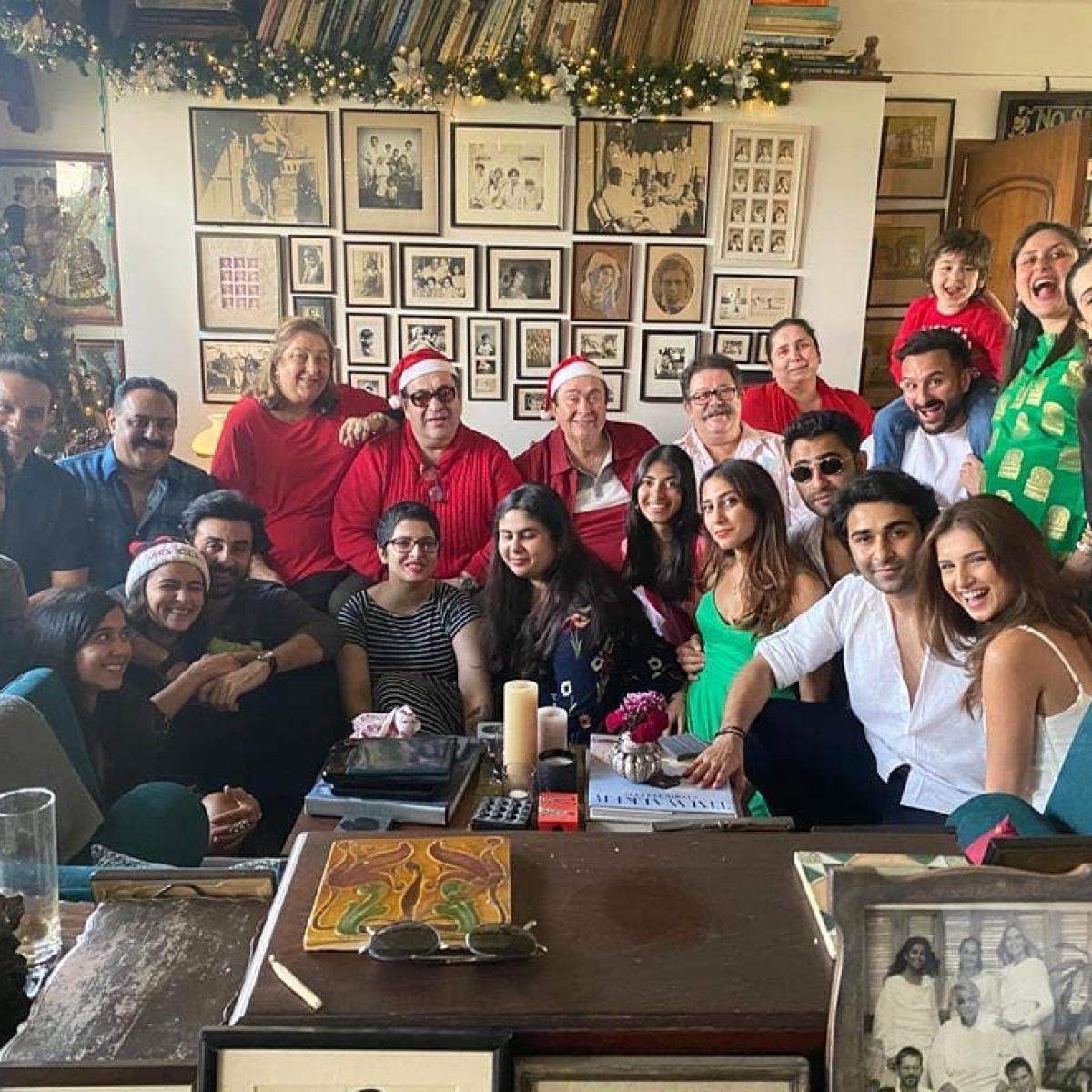 Alia Bhatt, Tara Sutaria pose with the Kapoor clan for the perfect family pic