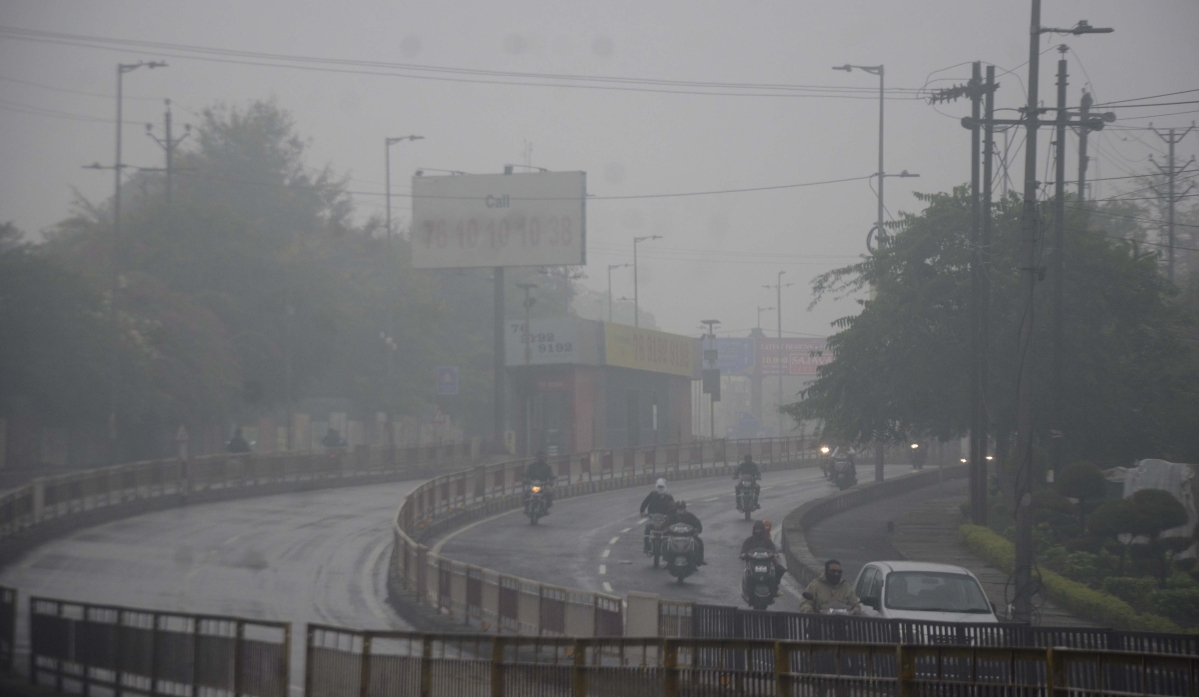 Poor visibility due to thick fog that prevails in the state capital, Bhopal, in the morning hours on Monday.