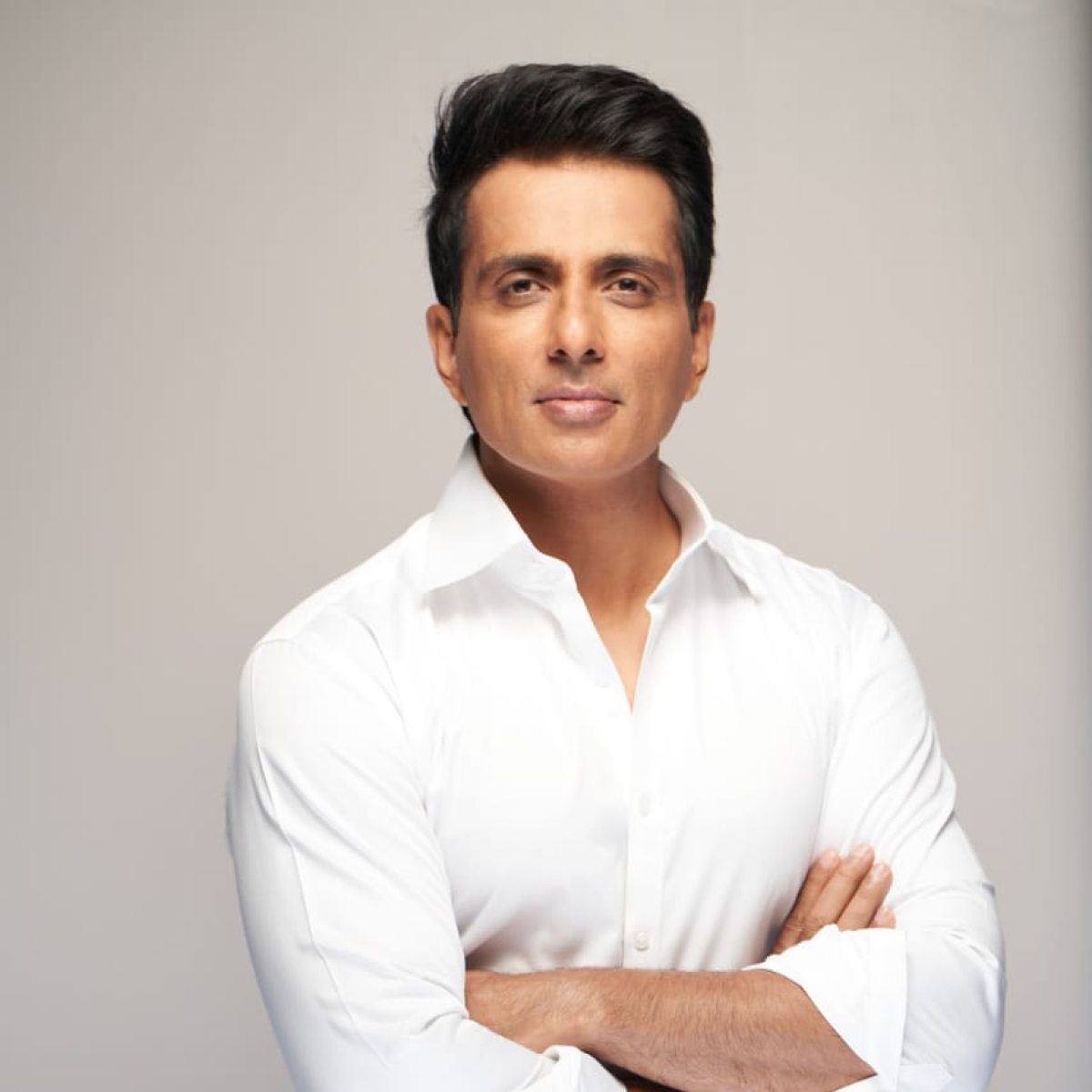'Oxygen aapka haq hai': Sonu Sood promises to send cylinder for COVID-19 positive patient in 10 minutes