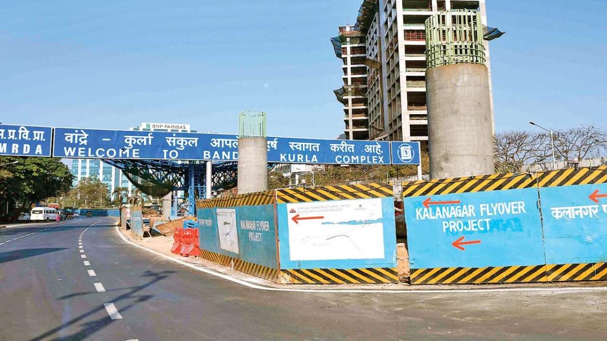 Mumbai: MMRDA launches final girder of Kalanagar flyover